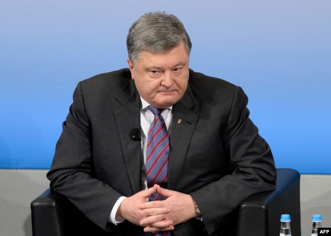 Ukrainian President Petro Poroshenko says the Minsk agreements are the only way forward.