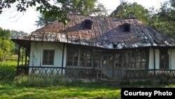 Casa lui George Enescu de la Mihăileni Botoșani lăsată în ruină