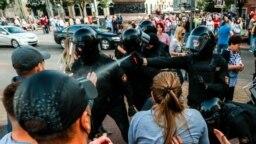 Forțete de ordine au folosit gaze lacrimogene asupra cetățenilor din Belarus la un protest pașnic din septembrie 2020.
