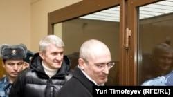 23 апреля обвинение начнет предъявлять доказательства вины Ходорковского и Лебедева