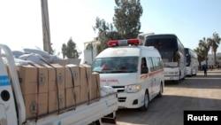 Грузовик с гуманитарной помощью направляется в осажденный правительственными войсками город Хомс, 9 февраля 2014