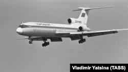 An Aeroflot Tu-154 is shown in flight in 1986.
