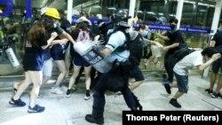 خشونتها و اعتراضات هفته پیش در فرودگاه، به لغو پروازها انجامید