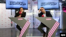 Dozhd TV General Director Natalia Sindeyeva (left) and main investor Aleksandr Vinokurov attend a live news conference in the company studios in Moscow on February 4.