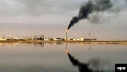 Rafinerija nafte, Basra, Irak, ilustrativna fotografija