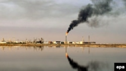 Нефтеперерабатывающий завод в Персидском заливе недалеко от иракского портового города Умм-Каср.