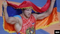 Артур Алексанян празднует победу Олимпийских играх в Бразилии (архив)