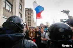 Moskva polisi Navalny tərəfdarlarının qarşısını kəsib