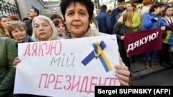 Під час акції прихильників президента Петра Порошенка, які прийшли на Банкову, щоб висловити подяку за зроблене ним для України. Київ, 22 квітня 2019 року