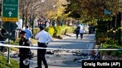 Дорожка, по которой проехал исполнитель атаки на грузовике, сбивая пешеходов и велосипедистов. Нью-Йорк, 31 октября 2017 года.