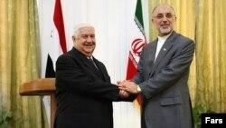 علی اکبر صالحی، وزیر امور خارجه ایران همراه با ولید المعلم، همتای سوری خود در تهران