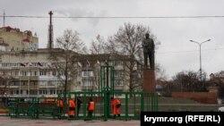 Монтаж елки в Симферополе