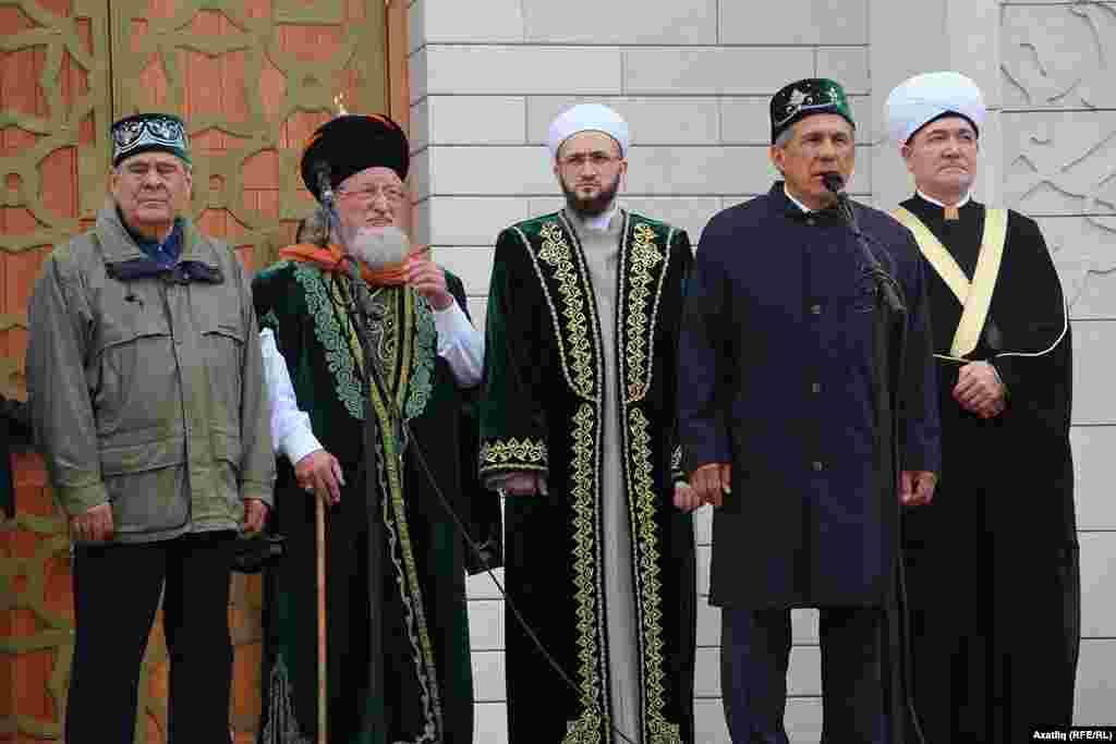 Soldan: Mintemir Şaymiev, Тelgat Tacetdin, Kamil Semigullin, Restem Minnehanov, Ravil Gaynetdin