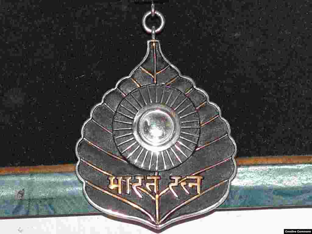 "Jewel of India   The platinum-rimmed medal is in the shape of a leaf from the Bodhi tree -- the same type Buddha is said to have achieved enlightenment under. The Hindi script says ""Bharat Ratna"" (Jewel of India). A maximum of three people receive the award each year."