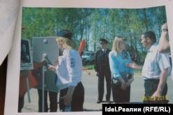 Сотрудники полиции и Екатерина Старыгина