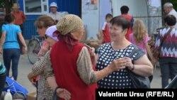 Valentina Ursu, de vorbă cu locuitori din Telenești