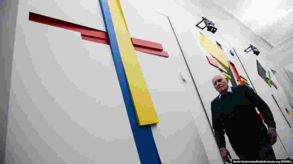 Дмитро Горбачов, професор, мистецтвознавець, історик мистецтва України, під час відкриття виставки «Малевич. Поза межами полотна»