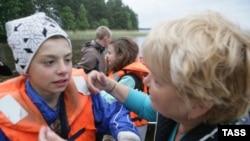 Подростки, спасшиеся после рокового сплава на Сямозере в Карелии.