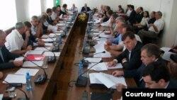 """В повестке дня заседания сессии парламента Абхазии было более 15-ти вопросов: самым острым было обсуждение проекта закона """"О телевидении и радиовещании"""""""