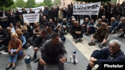 Նաիրիտցիների ցույցը Կառավարության շենքի մոտ, 14-ը մայիսի, 2015թ.