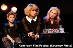 Саша из группы Jack Wood, Надежда Толоконникова и Мария Алехина выступают в Роттердаме
