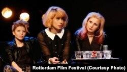 Cолистка группы Jack Wood Саша, Надежда Толоконникова и Мария Алехина выступают в Роттердаме