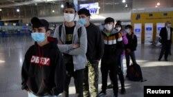12 непридружени мигранти пристигнаха в Люксембург от лагерите на гръцките острови в Егейско море