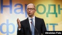 Арсеній Яценюк під час засідання політичного блоку «Народний фронт»