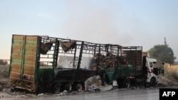 Поврежденный грузовик с гуманитарной помощью в районе Алеппо, 20 сентября 2016 года, Сирия.