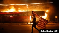 Протестувальники блокували вулиці і вигукували «Життя чорних має значення» під час демонстрацій 29 травня у кількох американських містах
