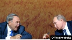 Президент Казахстана Нурсултан Назарбаев (слева) и президент России Владимир Путин.