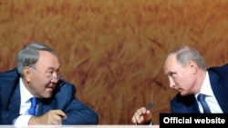 Президенты Казахстана и России Нурсултан Назарбаев и Владимир Путин.