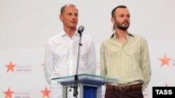 Російські журналісти Андрій Сушенков (л) і Антон Малишев, Москва, 10 червня 2014 року