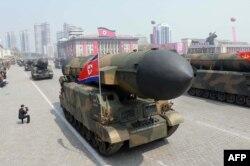 Баллистические ракеты на параде в Пхеньяне 15 апреля 2017 года