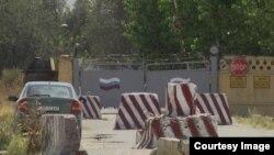 Տաջիկստանում տեղակայված ռուսական 201-րդ ռազմակայանի դարպասները, արխիվ