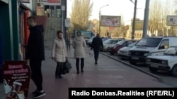 На улицах Луганска. Почти все горожане без масок