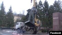 Демонтаж памятника Ленину в городе Желтые Воды