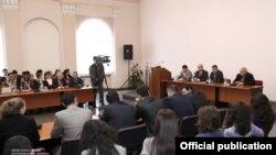 Վարչապետ Տիգրան Սարգսյանը հանդիպում է ԵՊՀ-ի ուսանողների հետ, 4 մայիս
