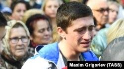 Город в слезах. В Керчи провели молебен по жертвам массового убийства (фоторепортаж)
