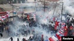 Разгон манифестантов в Стамбуле, 12 марта 2014 года.