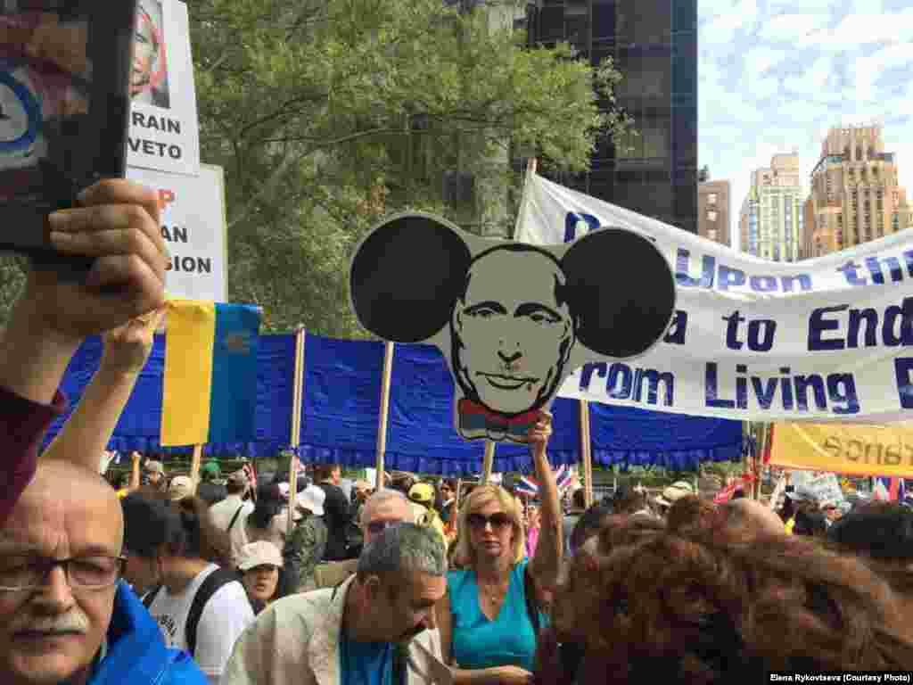Акцию протеста поддержали и этнические русские, живущие в США.