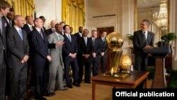 "Barack Obama NBA çempionları - ""Dallas Mavericks""i salamlayır, 9 Yanvar 2012"