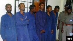 عدهای دزد دریایی دستگیرشده در کنیا