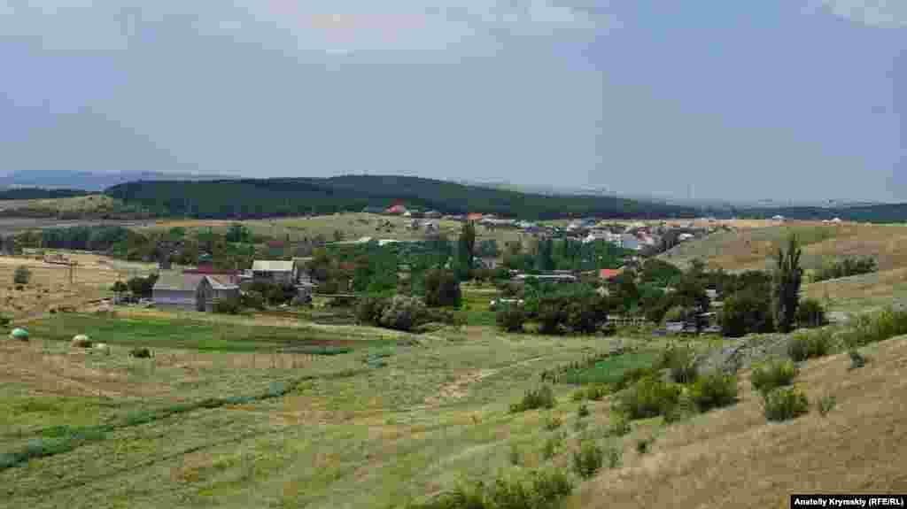 Средняя часть села утопает в зелени