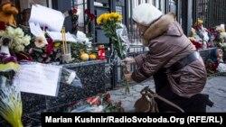 Kijev: Građani odaju poštu ispred ruske ambasade