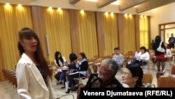 Гүлсана Сарногоева (солдо), Табыке, жубайы Жаңыл Сан-Марино шаарында кыргыз диаспорасынын жолугушуусунда.