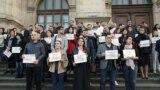 Imagine de la protestul magistraților, în luna martie, pe treptele Tribunalului București, pentru oprirea asaltului asupra Justiției.