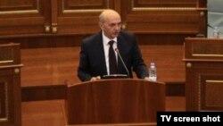 Premijer Isa Mustafa