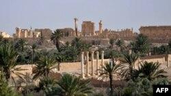 Храм Бела в Пальмірі (в центрі) до руйнування, архівне фото