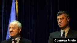 Presidenti Sejdiu dhe kryeministri Thaçi gjatë konferencës për shtyp, 26 nëntor 2008.
